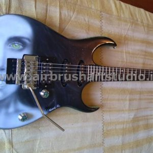 airbrushartstudio.it-aerografie-padova-italy-electricguitar-woman-blackwhite